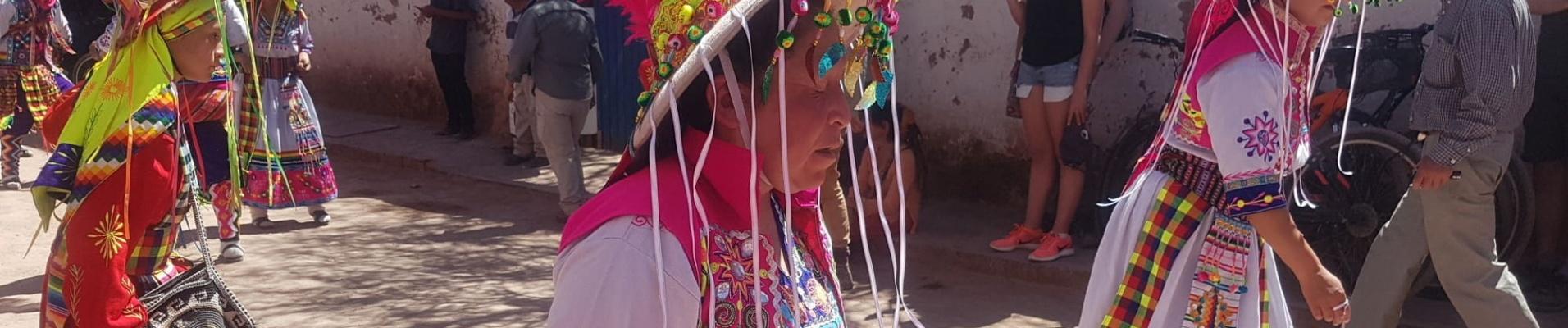 Danse tenues traditionnelles San Pedro de Atacama, Chili. Expertise locale.