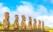 Sept statues Moaïs sur le site d'Ahu Akivi, Ile de Paques