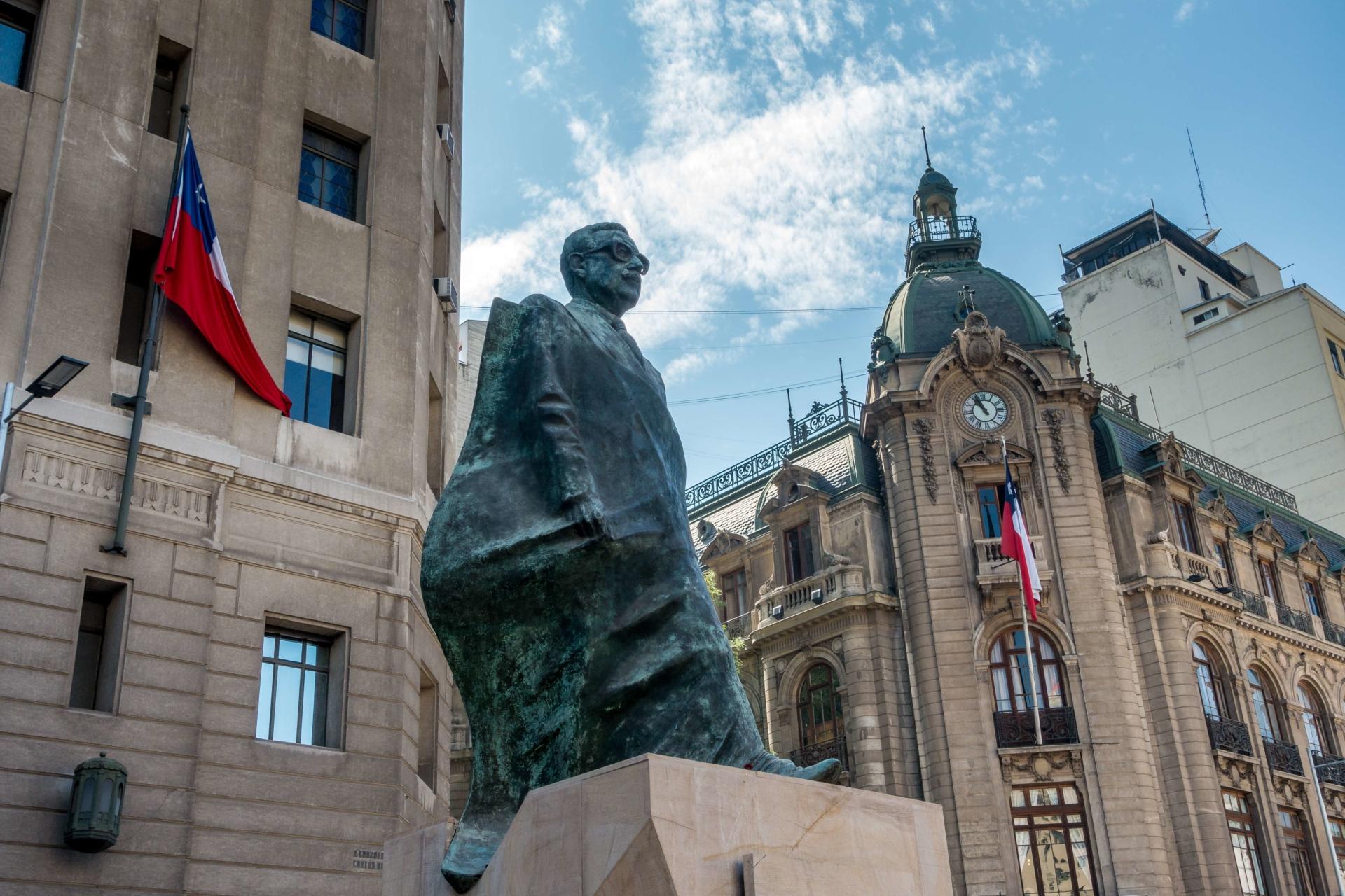 salvador-allende-statue-santiago