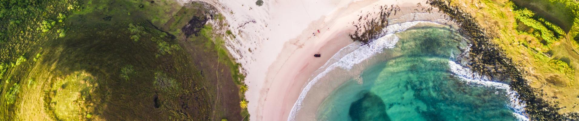 Vue aérienne sur Anakena, île de Paques